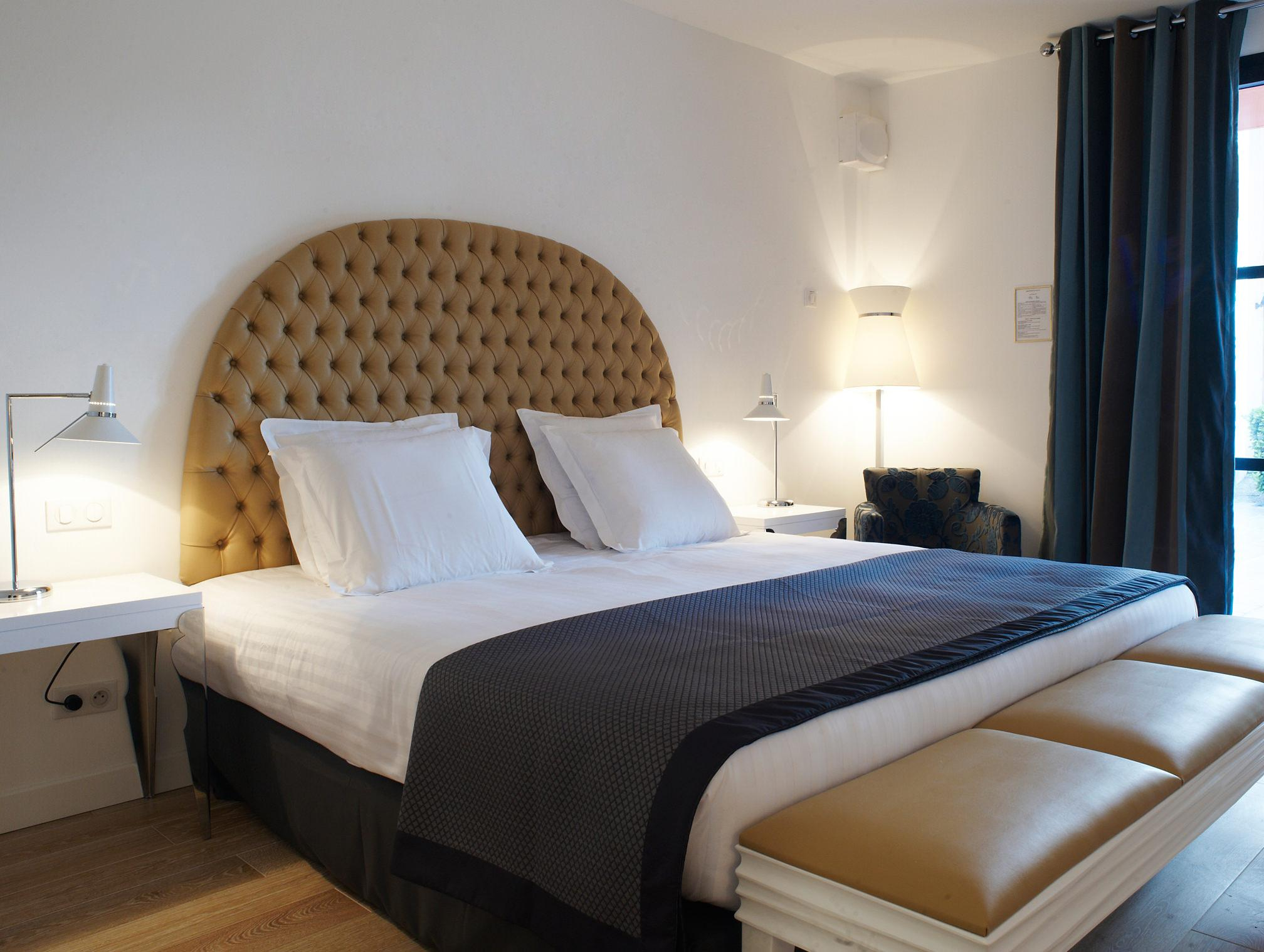 charming marseille hotel on social media new hotel bompard. Black Bedroom Furniture Sets. Home Design Ideas